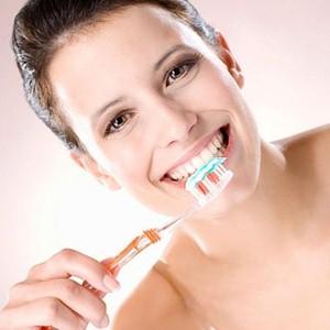 Чистим зубы правильно, чтобы не бояться стоматологов