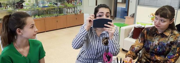 Ученицы московской школы визажа открыли для себя секрет естественного макияжа