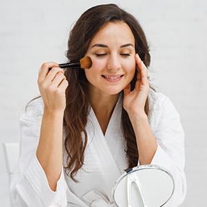Как пользоваться кистью для макияжа?
